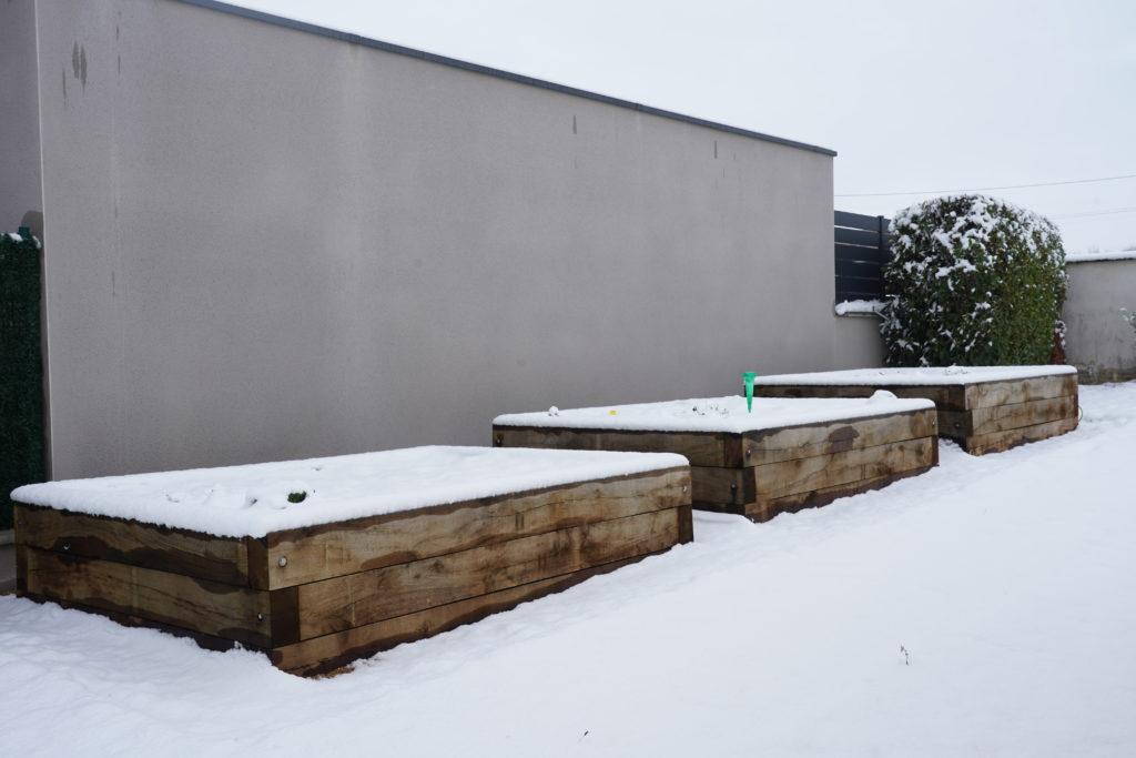 Carrés de potager sous la neige